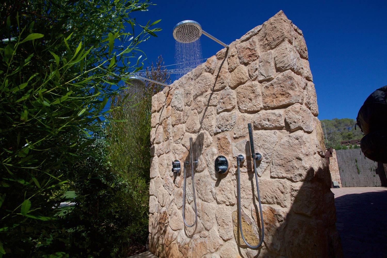 48-Outdoor-shower-1