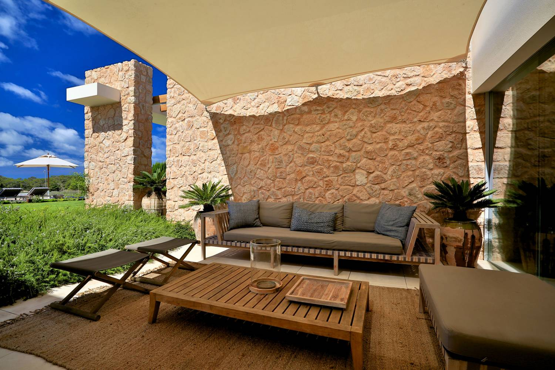 13-Centre-shaded-terrace-2